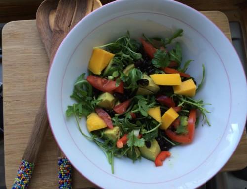 Salade met mango, avocado en zwarte bonen